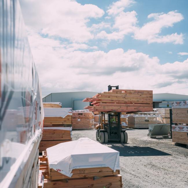 Forklift Truck loading 4@2x